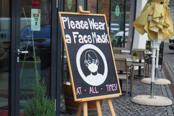 マスク着用を呼び掛ける看板